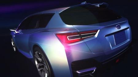Skrått bakfra blir de brede hoftene ekstra godt synlige - og rumpa støtter opp om det sportslige og aggressive designet ellers på bilen.