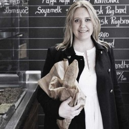 Kari Linnerå er sjefskokk og daglig leder på restauranten Cru på Majorstua i Oslo.  (Foto: Espen Grønli)