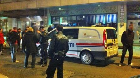 VILL SLÅSSING: Politiet rykket ut da såkalte casuals barket sammen. Flere personer ble pågrepet. (Foto: TV 2)