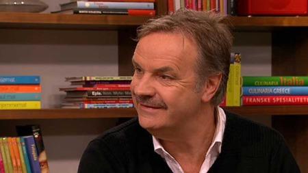 Allmennlege Kjell-Olav Svendsen har hanglet i tre uker med lungebetennelse som skyldes Mycoplasmabakterien. (Foto: TV 2)
