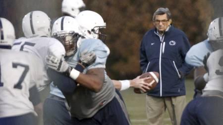 PÅ FELTET: Her er Joe Paterne på det som skulle bli hans siste treningsøkt med Penn State. (Foto: Matt Rourke/Ap)