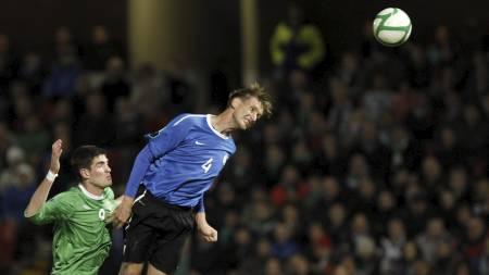 Raio Pirroja skjermes av Vitesse. Nå må han trene alene. (Foto: Peter Morrison/Ap)