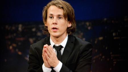 PAPPA: Bård Ylvisåker ble pappa   som 19-åring. Nå har han lite tid til familien. (Foto: Stella Pictures,   ©ps)