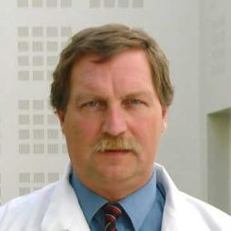 Lungelege Johny Kongerud stiller til nettprat onsdag 16. november kl 08.00. Still dine spørsmål om KOLS nederst i saken.