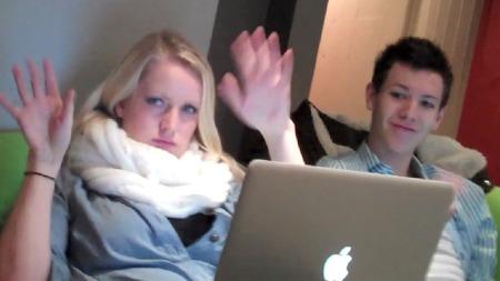 Maria og Henrik blir filmet av Isak