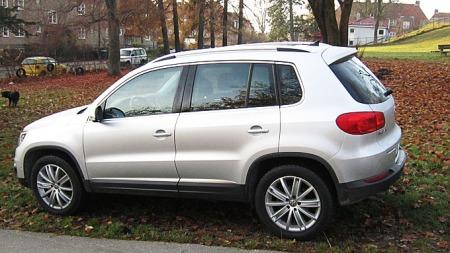 VW-Tiguan-2012-side-bak