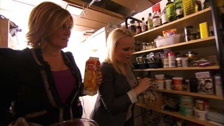 Signe Tynning og Ane Nyrerød snoker på TV 2-kokken Wenche sitt bakkjøkken for å finne ingredienser til dagens rett...  (Foto: God morgen Norge)