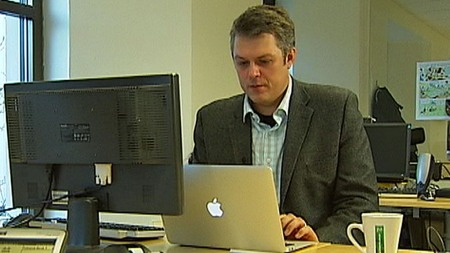KRAFTIG ØKNING: Roger Ison-Haug i Symantec forteller om en kraftig økning av svindel over nettet.  (Foto: TV 2)