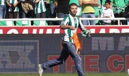 Denne kaninen skulle provosere APOEL Nicosia-fansen.