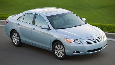 Volum er viktigere enn noen gang når man opererer i et marked hvor man ikke kan ta ut enorme priser. Toyota Camry, her fra 2007, er ukjent hos oss nå for tiden, men selges i stort volum andre steder i verden. Slikt blir det profitt av.