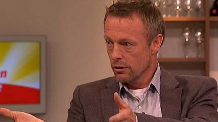 Psykolog Andreas Løes Narum svarer deg på nettprat om å ta vare på parforholdet i julestria. (Foto: TV 2)