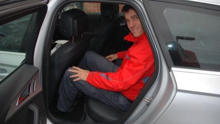 Audien oppleves noe trangere rundt knærne, men har likevel mye plass i baksetet, selv for Vegard på 190 cm.