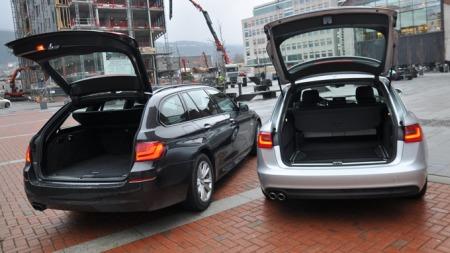 Begge bilene sluker en anseelig mengde bagasje.