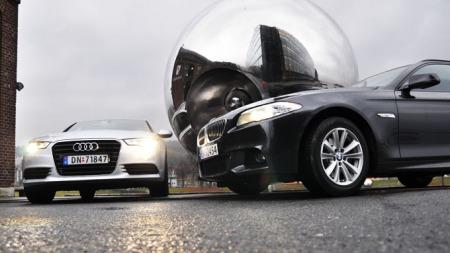 Begge bilene er moderne og elegante. Men BMWen stikker av med seieren når det gjelder utvendig design.