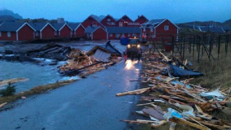 MORTSUND: Slik ser det ut i Mortsund dagen derpå. (Foto: Remi Eilertsen )