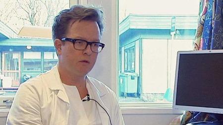 BEKYMRET: Overlege og kriurg ved ortopedisk avdeling på Oslo universitetssykehus, Olav Wiig, er bekymret. Han er redd for at budsjettkuttene vil føre til at de ikke lengre kan tilby en forsvarlig behandling av pasientene. (Foto: Sveinung Kyte/Kristian Myhre )