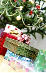 En pakke under treet signaliserer «vi er fortsatt venner». (Foto: Colourbox)