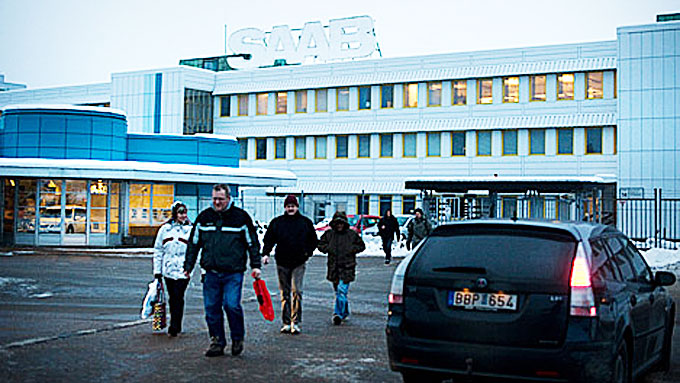 Dette bildet ble tatt før jul i fjor, da det ble kjent at de Saab-ansatte ikke hadde fått julelønnen i tide. Kort tid etter ble selskapet slått konkurs.  (Foto: Scanpix)