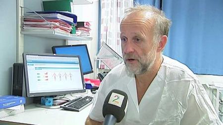 PÅDRIVER: Den erfarne kreftlegen Stein Kaasa ved St. Olavs Hospital hadde ideen til å bruke nettbrett i behandlingsøyemed. (Foto: TV 2)