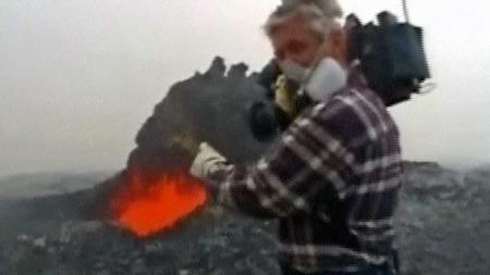 ENGASJERT:  Mick Kalber sier at at vulkanen har blitt livet hans og han liker å komme svært tett innpå.  (Foto: CBS/ Mick Kalber)