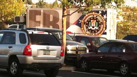 Avhørene har trolig funnet sted i FBIs lokaler i utkanten av San Diego. TV 2 Nyhetene fikk fredag kveld lokal tid komme inn på det avlukkede området for å filme. Politiet har innstendig oppfordret norske medier til å la være å omtale avhørene av frykt for at søsteren skulle trekke seg.  (Foto: Elin Sørsdahl/TV2 Nyhetene)