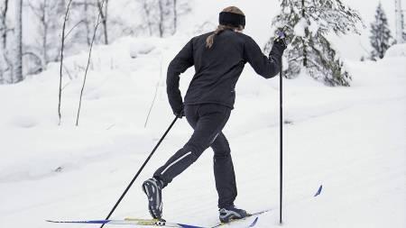 EFFEKTIV FORBRENNING: Vil du bli kvitt kaloriene fra julematen er det bare å spenne på seg skiene. (Foto: Craft/)