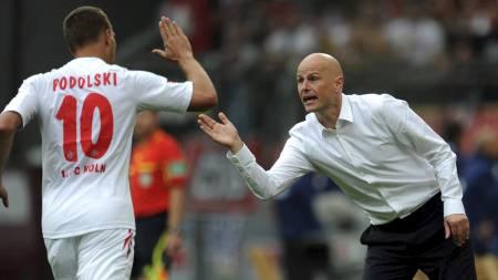Lukas Podolski og Ståle Solbakken (Foto: PATRIK STOLLARZ/Afp)