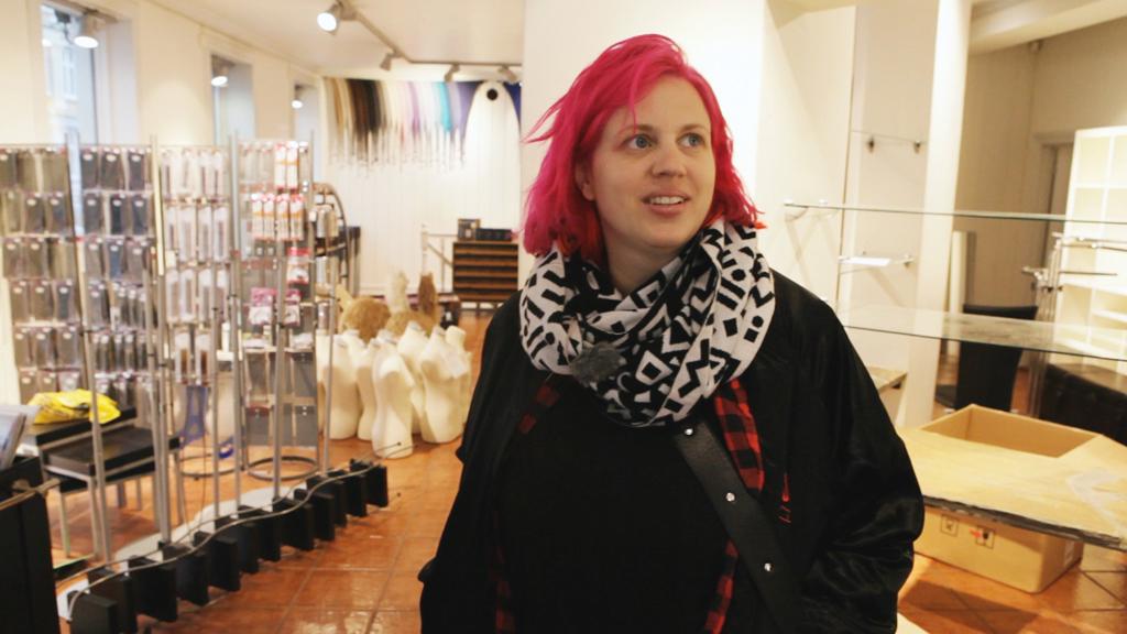 NY BUTIKK: Fam Irvoll får både hjelp og innblanding fra familien  når hun åpner sin butikk på Grünerløkka i Oslo.