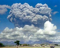 Utbruddet på Pinatubo sendte aske høyt opp i atmosfæren. (Foto: Afp)