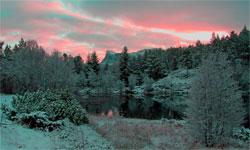Solen går ned bak Hornelen i Sogn og Fjordane. (Foto: Bjarne Eldevik)