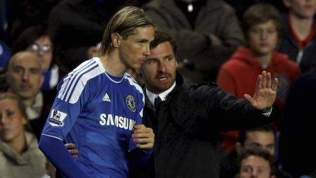 Fernando Torres og André Villas-Boas (Foto: EDDIE KEOGH/Reuters)