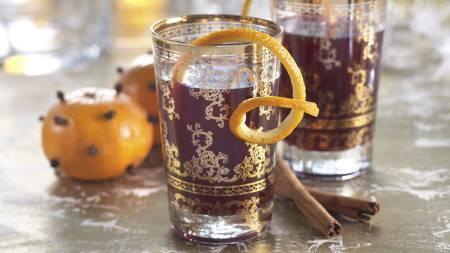 MULLED WINE: Passer til selskapeligheter på vinteren og er ikke like søt som gløggen. (Foto: MatPrat/)