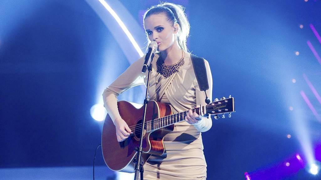 Jenny synger vinnerlåta «Building an aeroplane» i finalen. (Foto: Thomas Reisæter/)