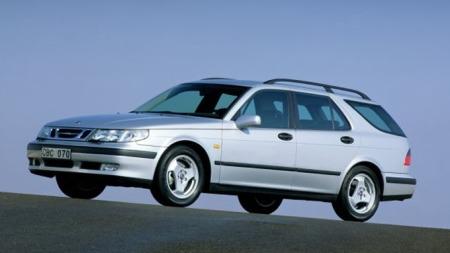 Denne bilen, Saab 9-5, mener redaksjonssjef Vegard Møller Johnsen er både tøff, unik og en drøm å kjøre.