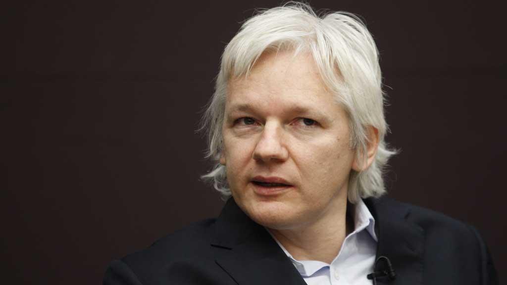 SLIPPER UTLEVERING: Julian Assange får møte i britisk høyesterett 1. februar. (Foto: Lefteris Pitarakis /AP)