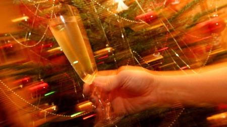 Jul og alkohol hører sammen for mange - på godt og vondt. (Foto: Colourbox.com)