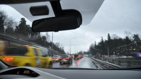 Mens de andre står og trøkker, suser jeg forbi køen inn mot Oslo. En følelse som bare må oppleves!