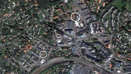 PARKERTE I NABOLAGET: På dette bildet ser man avstanden fra Sigurd Iversens vei 1 hvor bombebilen sto parkert, (utringet nede til venstre) og Hoffsveien 18, hvor Breivik bodde hos sin mor.