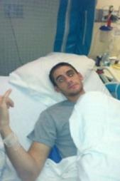 VÅKNET: - Framgangen er utrolig tatt i betrakting av de livstruende skadene han hadde, sier legene. (Foto: Privat/ABC News)