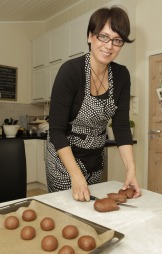 Trine Sandberg driver bloggen Trinesmatblogg. Hun tror folk kommer til å bli mer opptatt av kortreist mat. (Foto: Trine Sandberg)