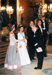 HOFFREPORTER: Kjell Arne Totland hilste på dronning Sofia av   Spania og det norske kongeparet på en gallamiddag i Palacio Real i Madrid.