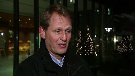 SATELITTELEFON: Helse Førde har tatt i bruk satelittelefonar for å halda kommunikasjonen oppe. (Foto: TV 2)