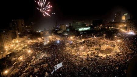 Tahrir-plassen fyrverkeri (Foto: Reuters)