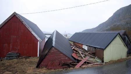 Dette naustet på Godøya utenfor Ålesund ble smadret da uværet Dagmar herjet søndag kveld og natt til mandag på Vestlandet. (Foto: Svein Ove Ekornesvaag/Scanpix)