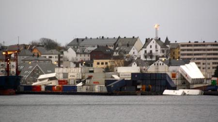 Containerhavna ved Tyrholm og Farstad, sett fra Hessa. (Foto: Tipsebilde, J. Longva)