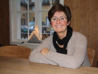 Inger Ellingsen er daglig leder i Hjelpetelefonen i Mental Helse. Telefonen står ikke stille i julehøytiden.  (Foto: Mental Helse)