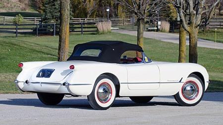 Karosseriet på de første tre årsmodellene var såvidt fremtidsrettet at bilene måtte modifiseres for å kunne godkjennes i flere amerikanske stater. Først og fremst gjaldt dette hovedlysene og skiltet bak, som alle var skjult under aerodynamisk glass. Photo courtesy of RM Auctions