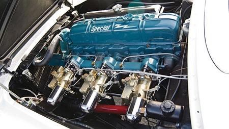 Om bilen ellers var for primitiv i forhold til prisen, hjalp det heller ikke at den litt modifiserte Blue Flame-sekseren under det lave panseret i Corvetten kun produserte 160 hester - eller at den bare kunne leveres med automatkasse. Photo courtesy of RM Auctions