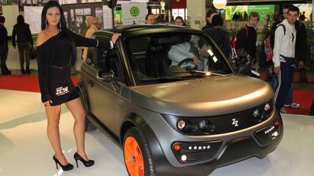 Denne unge modellen representerer ifølge en av Broom forumets brukere IKKE de som kjører elbil eller hybrid.
