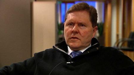 MENER DET TRENGS NYE VURDERINGER: Bistandsadvokat John Arild Aasen. (Foto: TV 2)